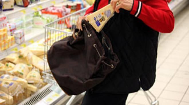 Ruba alimentari in un supermercato di Canelli, denunciato dai Carabinieri bulgaro trentunenne