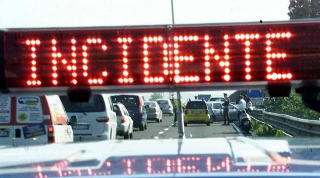 Tamponamento a catena sulla tangenziale di Asti, traffico bloccato