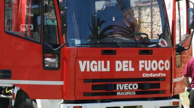 Incendio in un condominio di Corso Casale, ricoverato in ospedale anziano intossicato