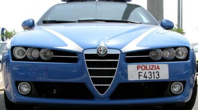 La Polizia arresta due ladri colti in flagrante dopo un rocambolesco inseguimento in centro di Asti