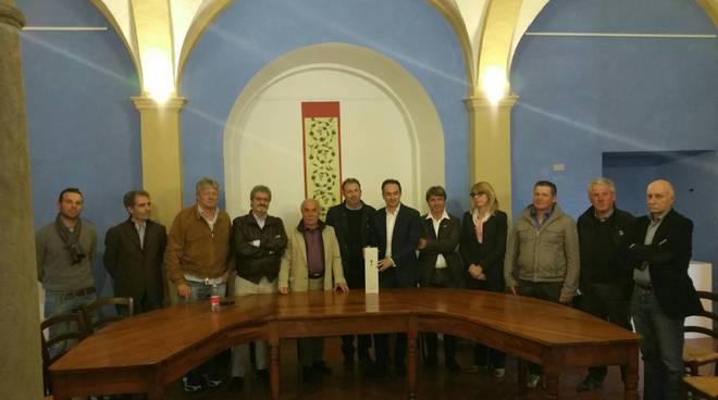 L'europarlamentare Alberto Cirio è presidente onorario dell'enoteca regionale Colline del Moscato di Mango
