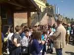 San Damiano, la nuova casetta dell'acqua e i ragazzi delle scuole elementari e medie
