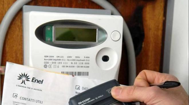 Canelli, denunciato un commerciato per furto di energia elettrica