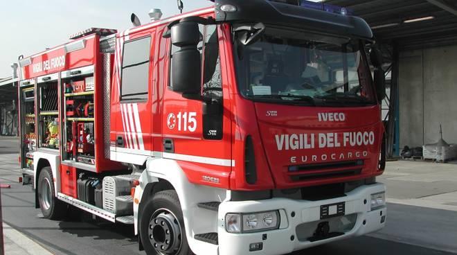 Incendio di un rimorchio sulla Torino-Piacenza a Quarto
