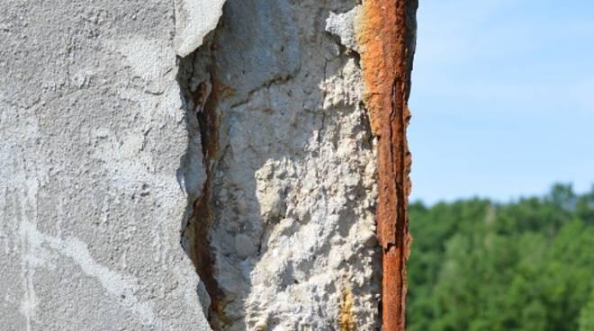 Preoccupa lo stato dei piloni dell'A21 a Valleandona (Foto)