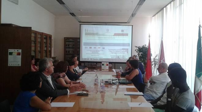 Presentato in Prefettura ad Asti il progetto per aiutare l'integrazione degli stranieri ''Siamo digitali''
