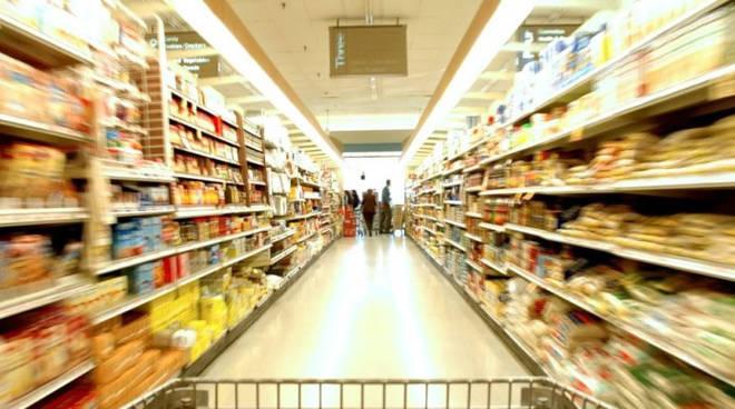 Asti, in consiglio comunale il Piano Commerciale: stop alla grande distribuzione