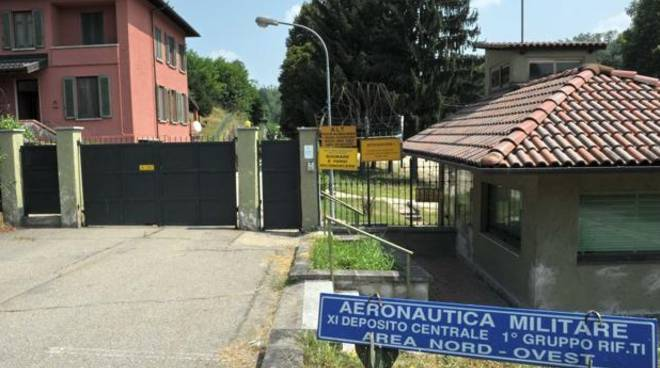 A Castello d'Annone i tecnici del demanio, intanto non si placano le polemiche sull'arrivo dei profughi