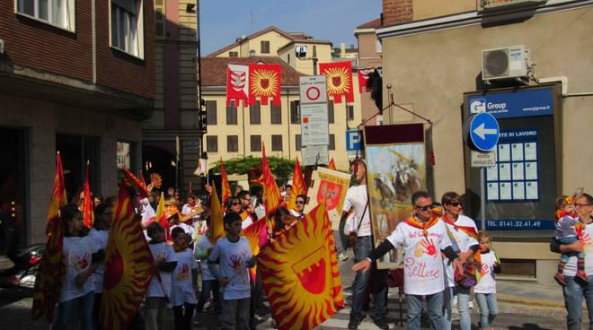Domenica di festa ad Asti tra Fiera d'Autunno e Giro della Vittoria (foto)