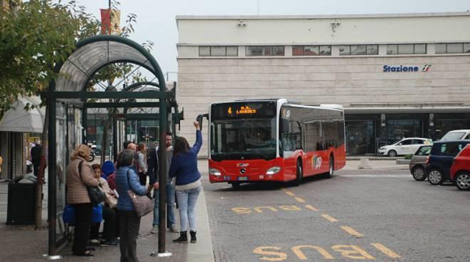 ''Il bus è meglio!'': domenica 18 ottobre i mezzi dell'Asp schierati in tre piazze di Asti