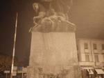 Rose e corone sui monumenti alla Vittoria ad Asti e in altre 100 città italiane, l'omaggio di CasaPound ai caduti