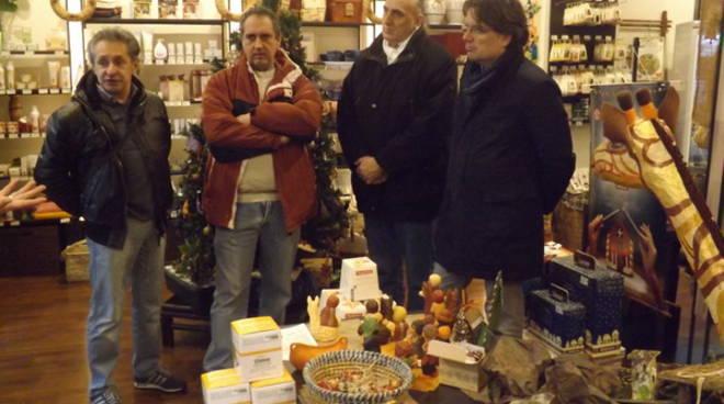 Asti, inaugurata la mostra dei presepi equi e solidali, provenienti da tutto il mondo (foto)