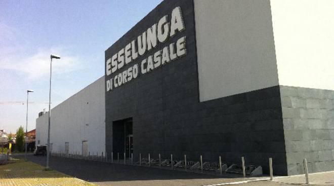 Sorpreso a rubare profumi all'Esselunga, arrestato 25enne dalla Polizia di Asti