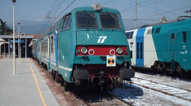 Lodi. Auto investita dal treno al passaggio a livello: un morto