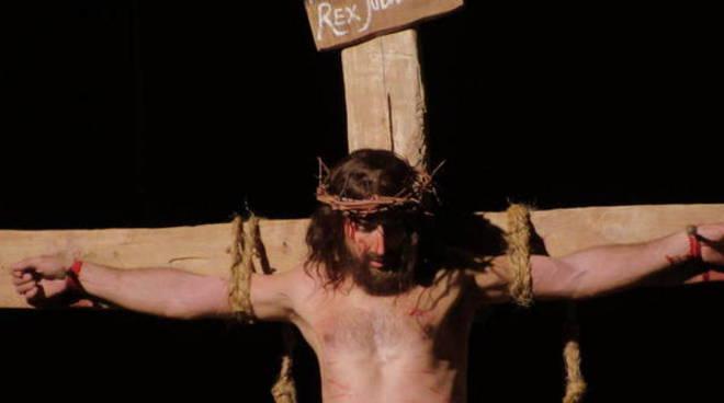 Ad Antignano ''le ultime diciotto ore di Gesù'' con la 28° Via Crucis (foto)