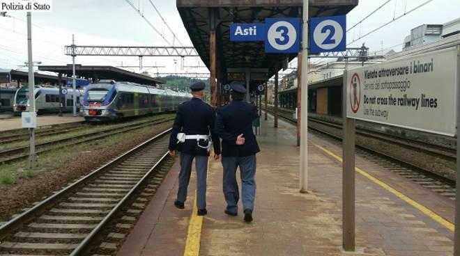Asti, azionano senza motivo il freno di emergenza del treno, denunciati dalla Polfer