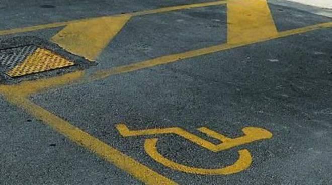 Asti, tolleranza zero per chi fa il furbo e occupa gli stalli riservati ai disabili