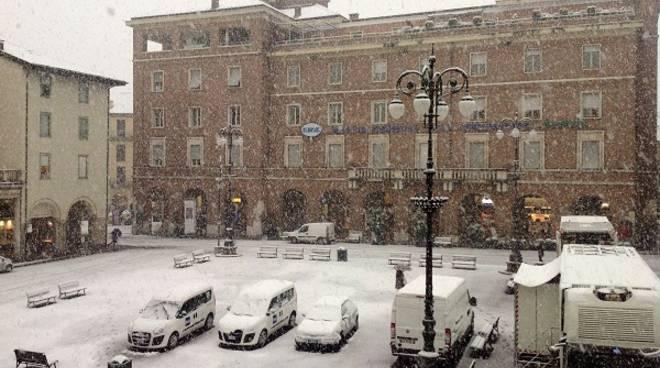 Sono all'opera i mezzi del Comune per la nevicata improvvisa