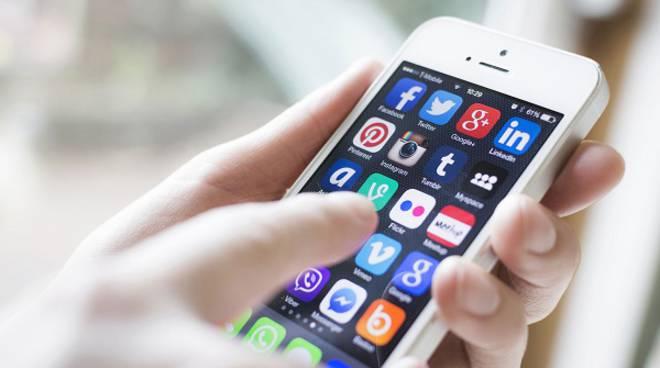 """Agli italiani piace """"mobile"""": 32,7 milioni di utenti connessi. L'audience è salita del 26,4% in due anni"""