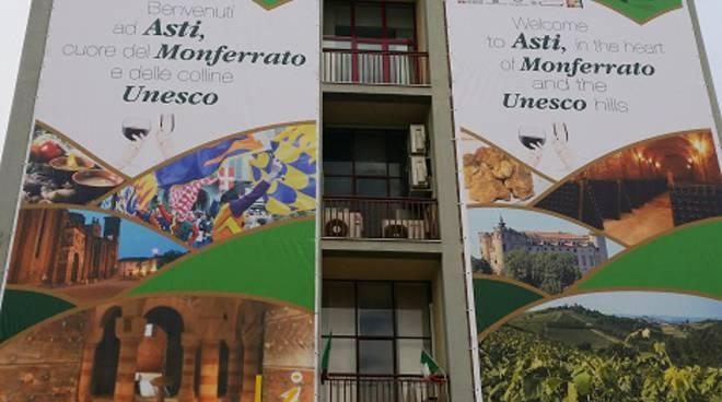 AstiTurismo – ATL: un benvenuto di 12 metri per gli Alpini e per i turisti che visiteranno la città