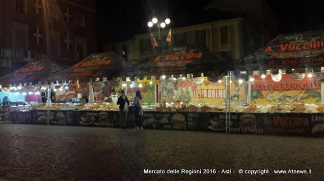 Asti, inaugurato il Mercato delle Regioni; il programma dell'intenso e gustoso fine settimana (foto)