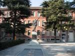 Canelli: ripulita dalle scritte la facciata dell'Istituto Comprensivo di Canelli