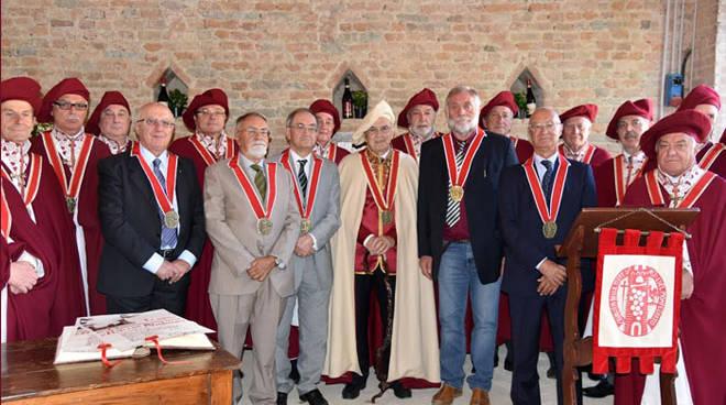 """L'Ordine dei Cavalieri delle Terre di Asti e del Monferrato ha celebrato il """"Capitolo della Douja d'Or"""