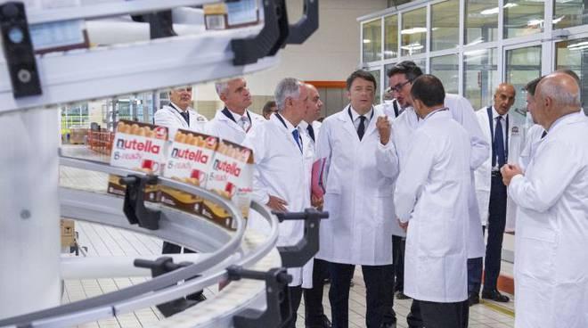 Matteo Renzi in visita alla Ferrero, esempio dell'Italia che ce la può fare