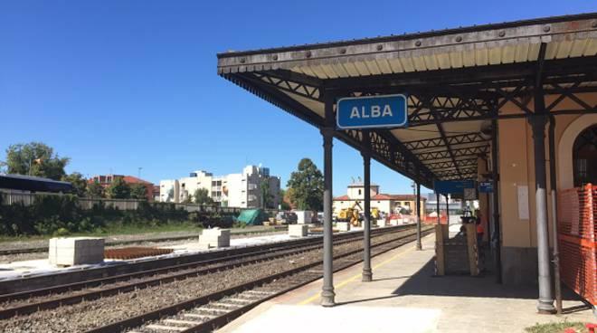 Proseguono gli interventi di elettrificazione sulla ferrovia Alba-Bra che riaprirà il 25 settembre
