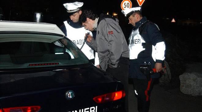 Controlli dei Carabinieri sulle strade cuneesi; ad Alba ritirate 2 patenti per alcol e una per droga