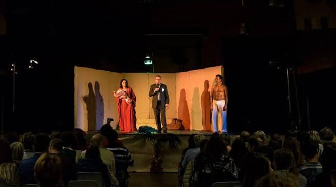 """Grandiosa apertura per """"Nizza d'Autore 2016"""", la tragedia """"Medea"""" fa il pienone al Foro Boario"""