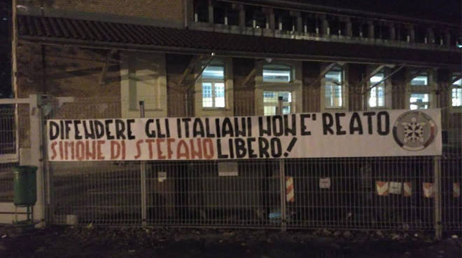 """Striscioni CasaPound ad Asti e in 100 città: """"Difendere gli italiani non è reato. Simone Di Stefano libero"""""""