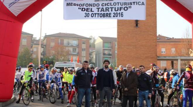 """Alba: grande partecipazione alla prima """"Mediofondo cicloturistica del tartufo"""""""