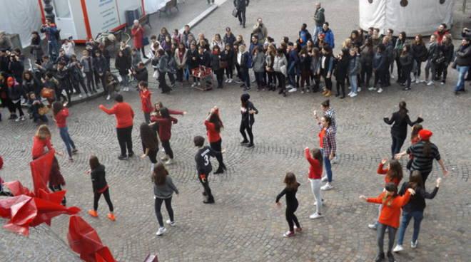 I ragazzi del Castigliano impegnati a 360° per la giornata contro la violenza sulle Donne (foto)