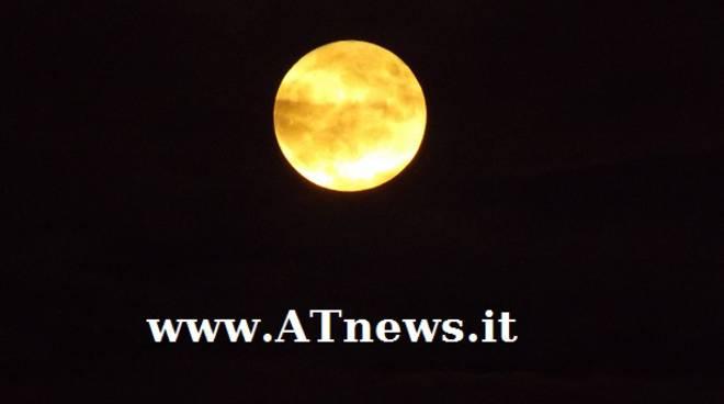 """La """"Super-Luna"""" illumina il cielo astigiano"""