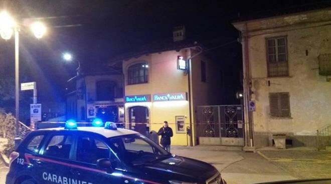 Tentano di far esplodere un bancomat a Barolo, messi in fuga dall'intervento dei Carabinieri