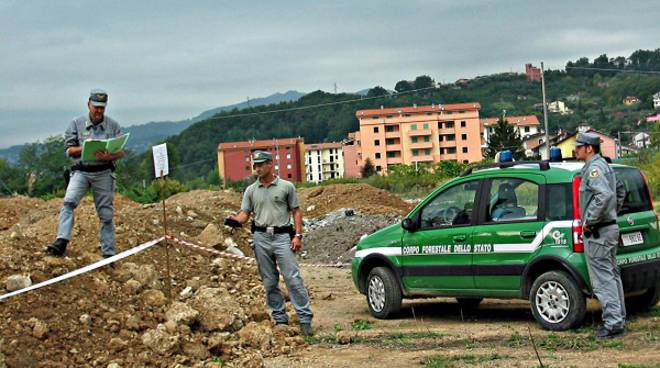 Denunciate dalla Forestale tre persone per gestione illecita dei rifiuti