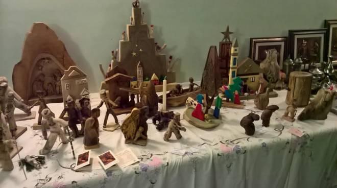 Luci, colori e solidarietà al mercatino di Natale di Mombercelli