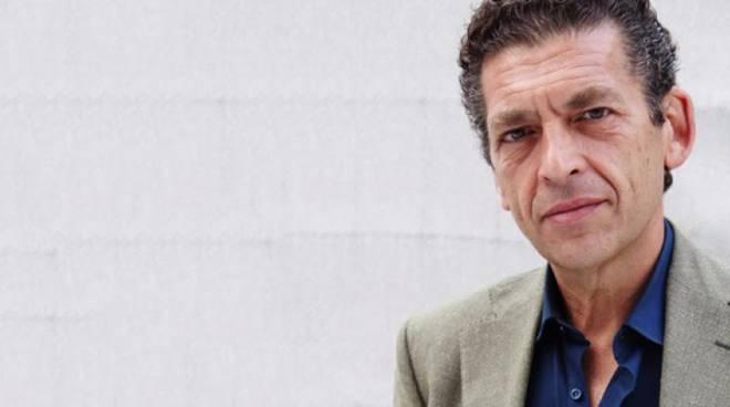 L'attore Ninni Bruschetta ad Asti per presentare il suo libro