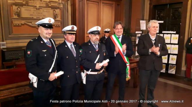 Tra report 2016, encomi e premiazioni festeggiato il patrono dalla Polizia municipale di Asti (foto)