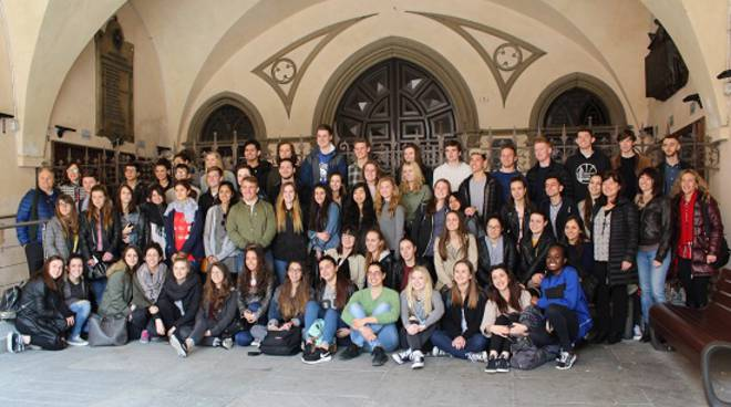 Alba: l'Assessore ai Gemellaggi Anna Chiara Cavallotto ha accolto in Comune 30 studenti di Medford