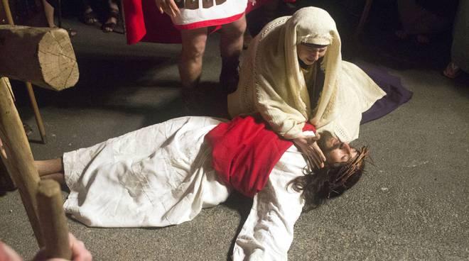 Asti, la Via Crucis di Antignano protagonista di una mostra fotografica al Cardinal Massaia