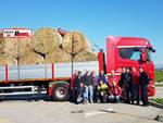 Asti, partito il carico di rotoballe per le aziende agricole terremotate