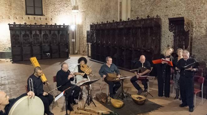 """Sabato ad Asti il concerto """"Vinum et cibus"""" con """"La Ghironda"""" e il coro """"Laeti Cantores"""""""