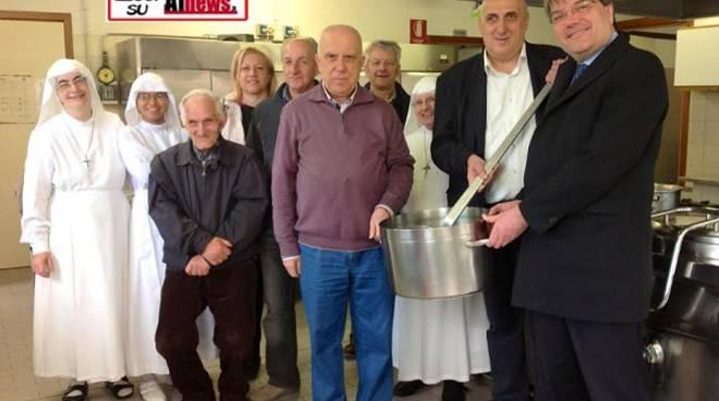 Asti, consegnata la minestra della festa alla mensa sociale