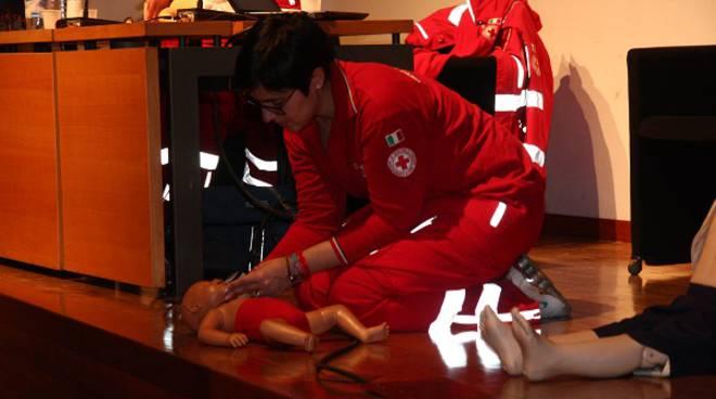 Manovre di disostruzione pediatriche: due serate a maggio ad Alba e Montà con la Croce Rossa Italiana