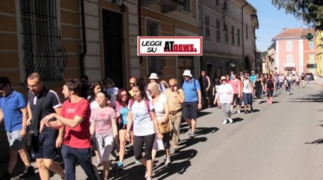 Oltre 200 persone alla camminata enogastronomica di Castelnuovo Belbo