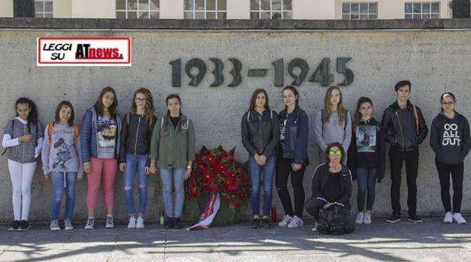 """Studenti astigiani a Dachau con l'Israt: """"Questa esperienza ci ha cambiati"""""""