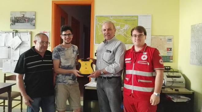 """Moncalvo, donato dalla Proloco alla Croce Rossa il defibrillatore """"frutto"""" della cena messicana"""