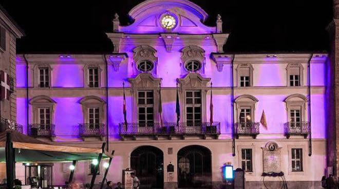 palazzo del municipio viola
